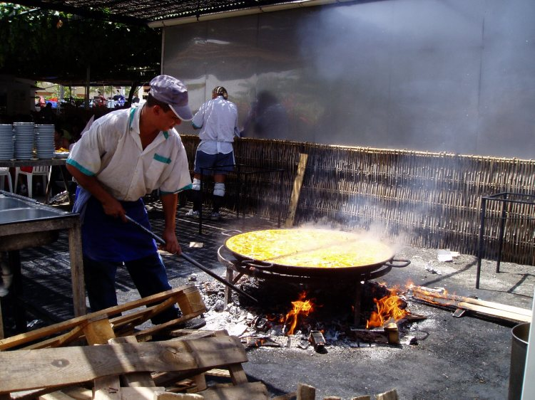 East of Malaga: Making paella