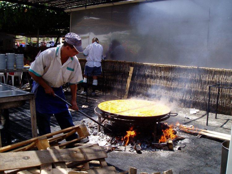 East of Malaga: Making paella