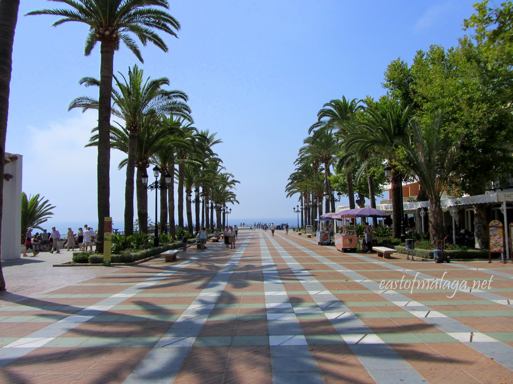 Palmed lined paseo leading to the Balcony of Europe, Nerja