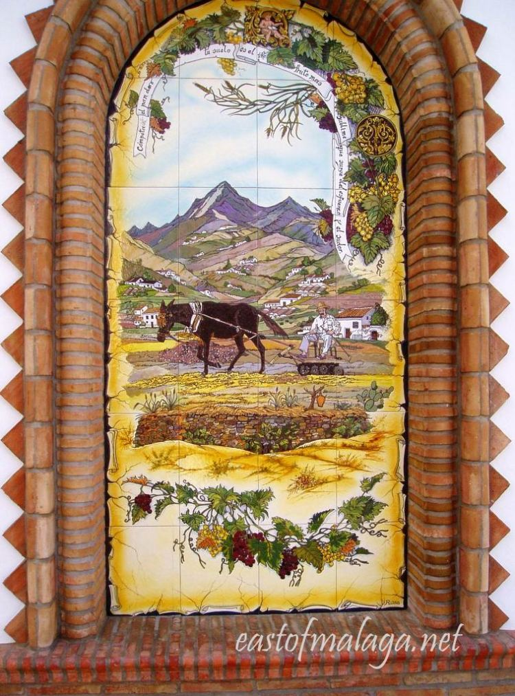 East of Malaga: Competa´s Paseo de las Tradiciones Alcove