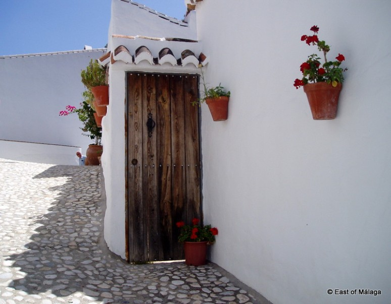 Doorway in the hamlet of Acebuchal near Frigiliana, Andalucía.