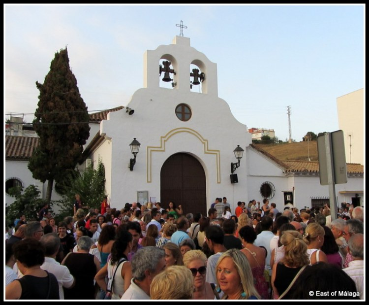 Crowd outside the church waiting for the doors to open