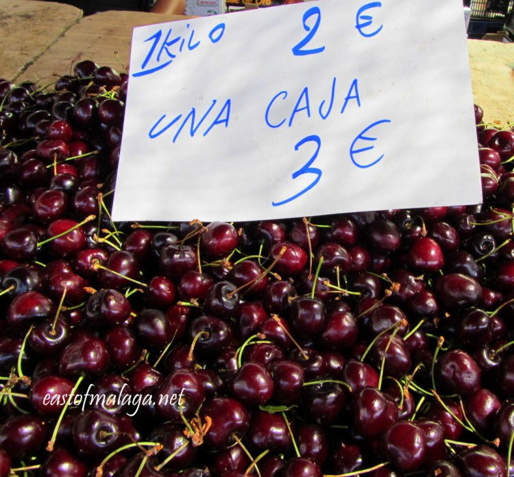 Fresh cherries only €2 per kilo at Spanish streetmarket