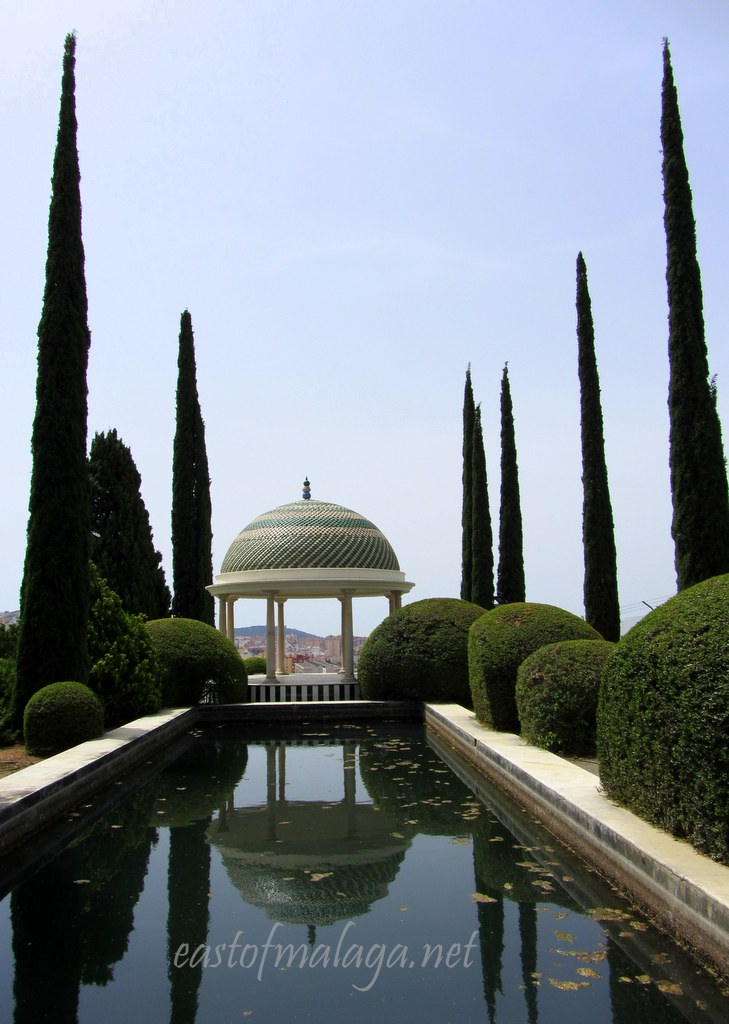 Pagoda and pool, Jardin Concepcion, Malaga