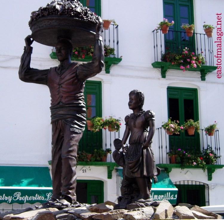 El Vendimiador statue in Plaza Almijara, Competa, Spain