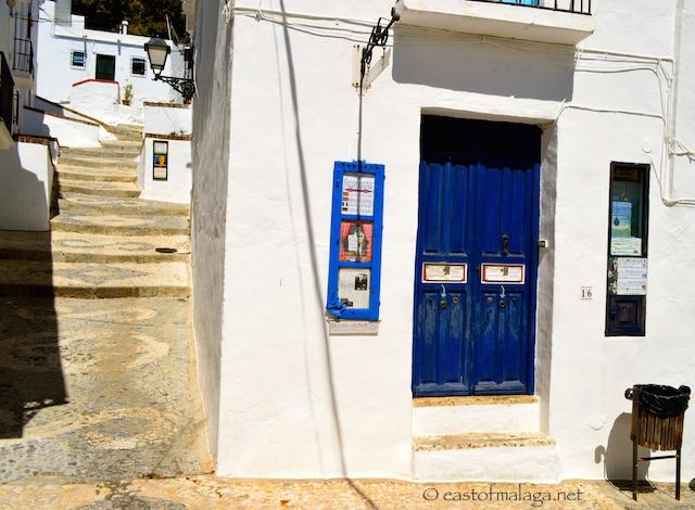 Blue door with peep shows, Frigiliana