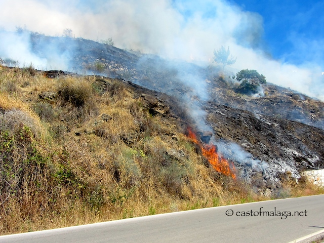 Fire by the roadside, Competa